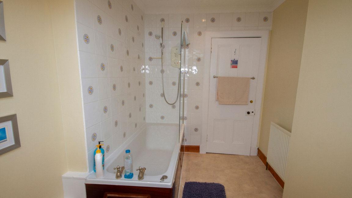 Balconie House Bathroom